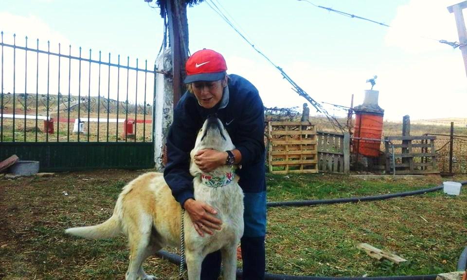 Argos ya libre junto a nuestra veterinaria Cristina